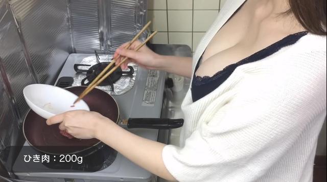 Dạy nấu ăn nhưng toàn góc quay tâm hồn to tròn ngồn ngộn chiếm nửa khung hình, 3 Youtuber Nhật Bản khiến cộng đồng không biết... nhìn vào đâu mới đúng - Ảnh 3.