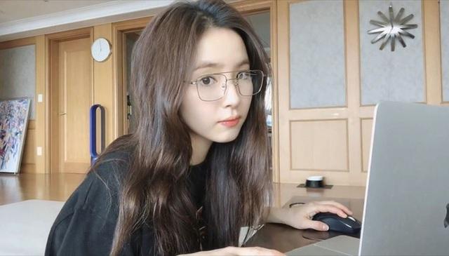 Ngược đời nữ Youtuber xinh đẹp, muốn tắt quảng cáo để không làm phiền fan nhưng lại bị cự tuyệt Cứ kiếm nhiều tiền đi - Ảnh 2.