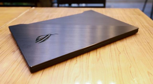 Laptop Asus ROG Zephyrus M15 - Laptop gaming mạnh mẽ nhưng vẫn mỏng nhẹ như người mẫu - Ảnh 1.