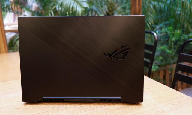 Laptop Asus ROG Zephyrus M15 - Laptop gaming mạnh mẽ nhưng vẫn mỏng nhẹ như người mẫu - Ảnh 2.