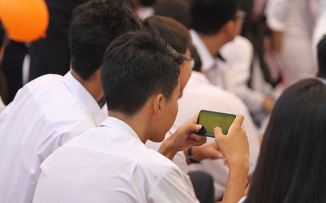 Chính thức cho phép học sinh dùng điện thoại trong giờ học, nhưng chớ vội vui mừng, mọi thứ không như trong mơ - Ảnh 3.