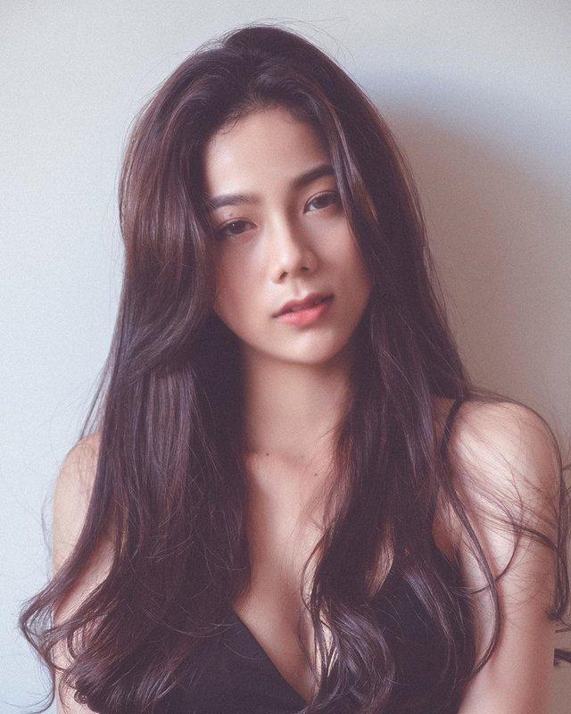 Lên hẳn báo nước ngoài vì ảnh nội y gợi cảm, hot girl Việt sở hữu số đo 3 vòng 90-60-89 khiến fan trầm trồ về nhan sắc - Ảnh 2.