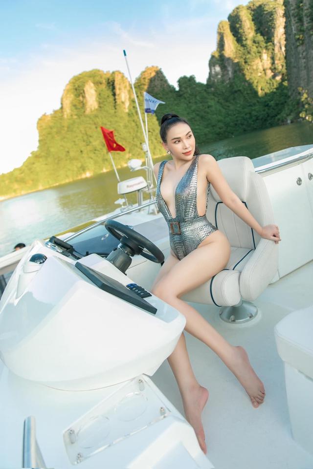 Bạn thân 15 năm của Ngọc Trinh gây xôn xao với bộ monokini ấn tượng, khoe body bốc lửa - Ảnh 2.