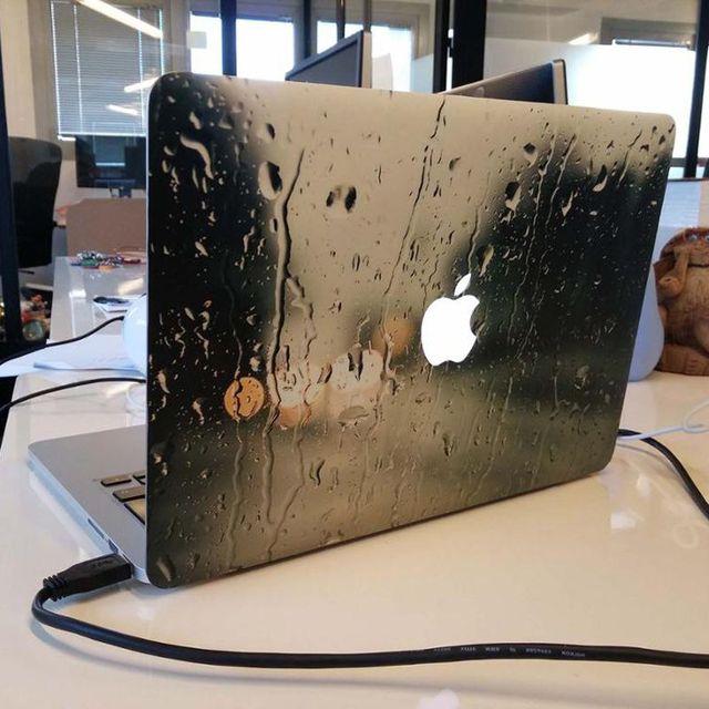 Kinh nghiệm bảo vệ laptop không bị dính nước, đặc biệt là trong mùa mưa bão - Ảnh 3.