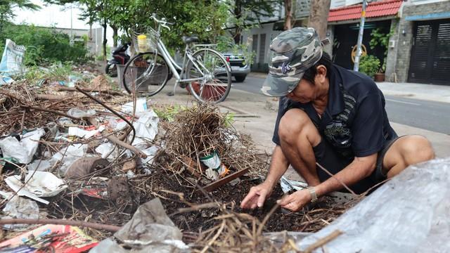 Săn tiểu cường bằng tay không, người đàn ông ở Sài Gòn kiếm tiền triệu để nuôi 4 con - Ảnh 3.
