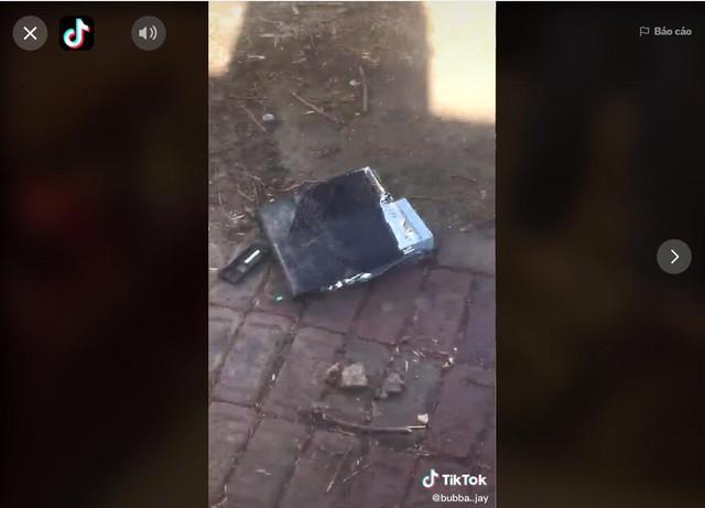 Ông bố dùng xe tải cán nát Xbox One vì tức giận con cái không chịu dọn nhà - Ảnh 4.