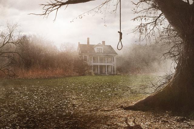 Những bộ phim kinh dị lấy cảm hứng từ những địa điểm ma ám nổi tiếng! - Ảnh 4.