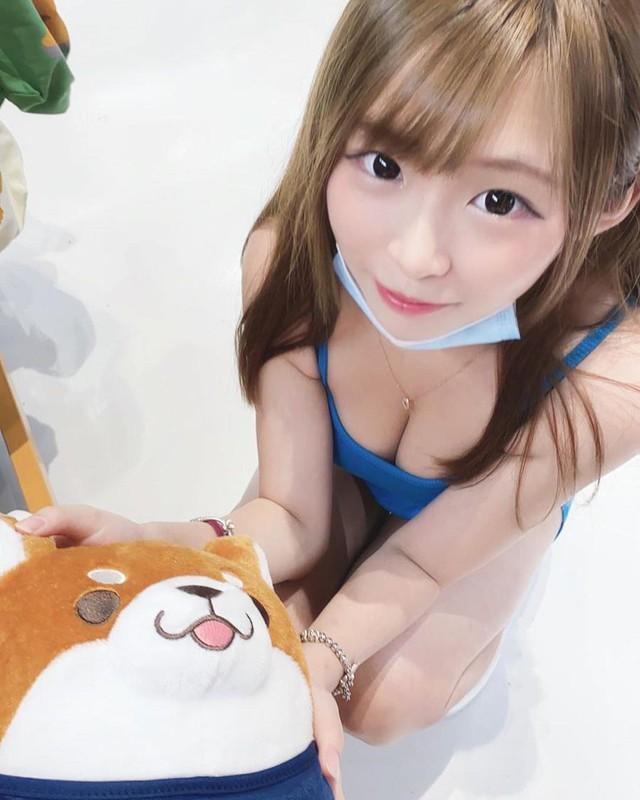 Rao bán sản phẩm nâng ngực, nàng hot girl xinh đẹp tự lấy luôn vòng một nóng bỏng ra để thị phạm - Ảnh 5.