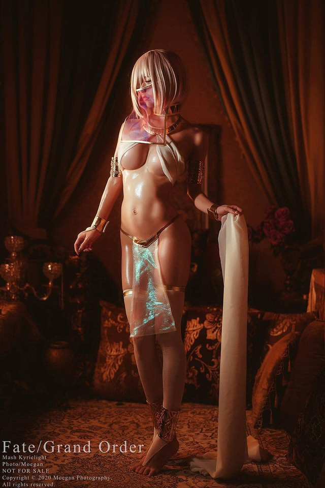 Mỹ nhân Fate/Grand Order diện trang phục sexy khoe body quyến rũ vạn người mê