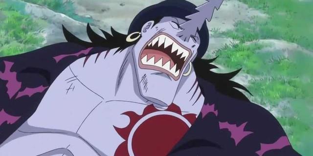 One Piece: Doflamingo và 5 nhân vật phản diện có quá khứ bi thảm nhất series, hóa ra đằng sau sự xấu xa của họ là cả một tấn bi kịch - Ảnh 1.