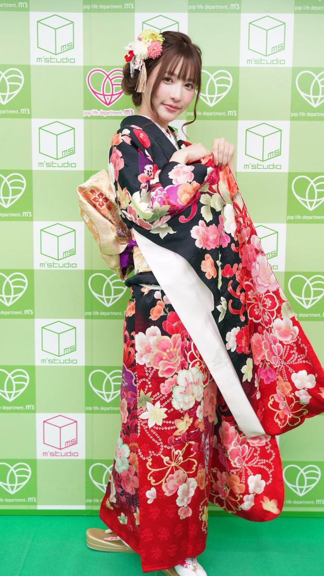 Loạt ảnh các nữ thần 18+ Nhật Bản trong trang phục kimono đầu năm - Ảnh 3.