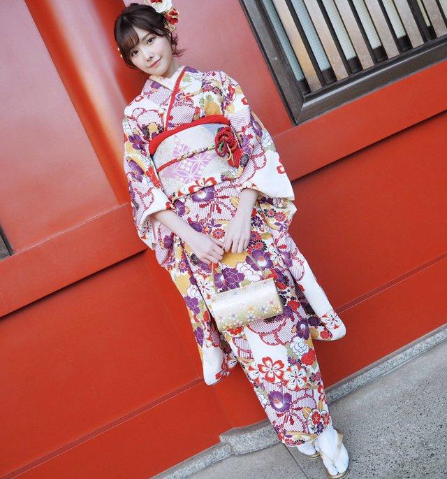 Loạt ảnh các nữ thần 18+ Nhật Bản trong trang phục kimono đầu năm - Ảnh 4.