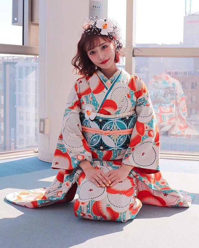 Loạt ảnh các nữ thần 18+ Nhật Bản trong trang phục kimono đầu năm - Ảnh 2.