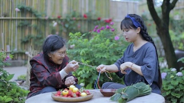 Bỏ qua bà Tân Vlog, hot girl làng YouTube Lý Tử Thất khen ngợi sự bình yên của kênh Ẩm Thực Mẹ Làm - Ảnh 4.