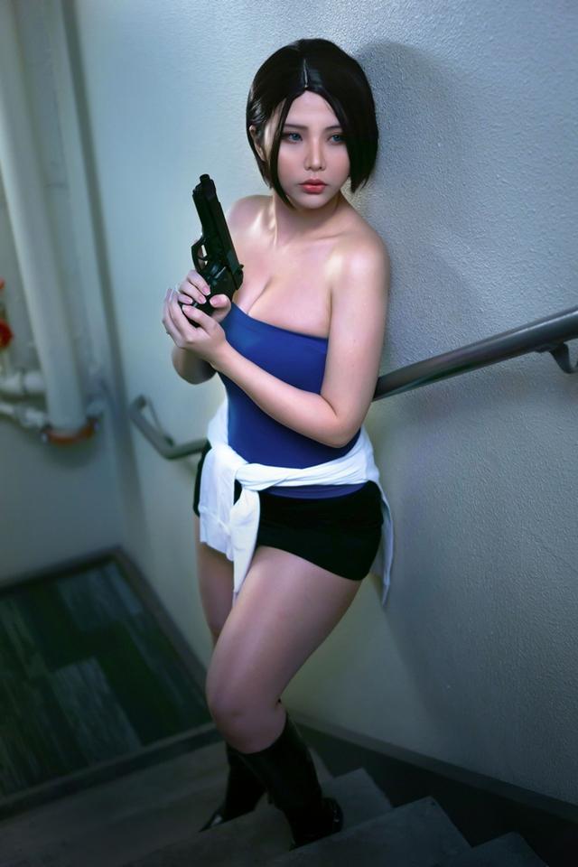Coser nổi tiếng gốc Việt có bộ ngực siêu khủng lại khiến anh em nóng mắt khi hóa thân thành nàng Jill Valentine - Ảnh 4.