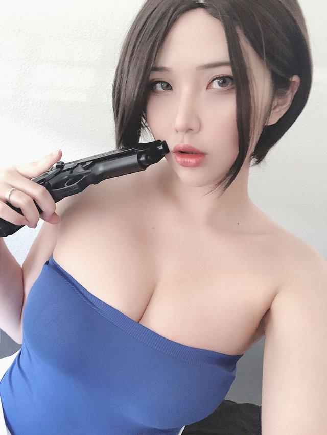 Coser nổi tiếng gốc Việt có bộ ngực siêu khủng lại khiến anh em nóng mắt khi hóa thân thành nàng Jill Valentine - Ảnh 11.