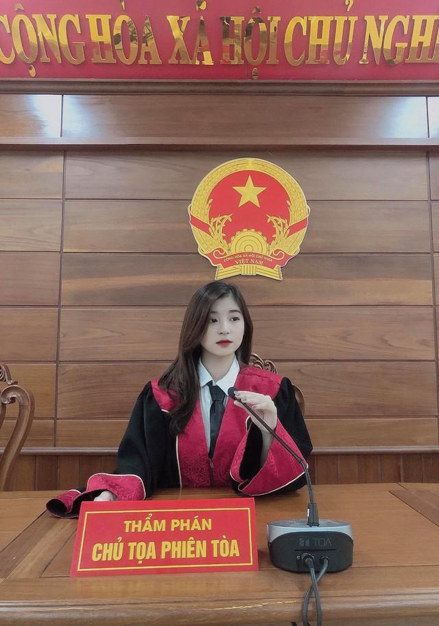 Xuất hiện nàng hot girl 22 tuổi ngồi ghế thẩm phán gây xôn xao CĐM, nhan sắc ngoài đời càng thêm phần ấn tượng - Ảnh 2.