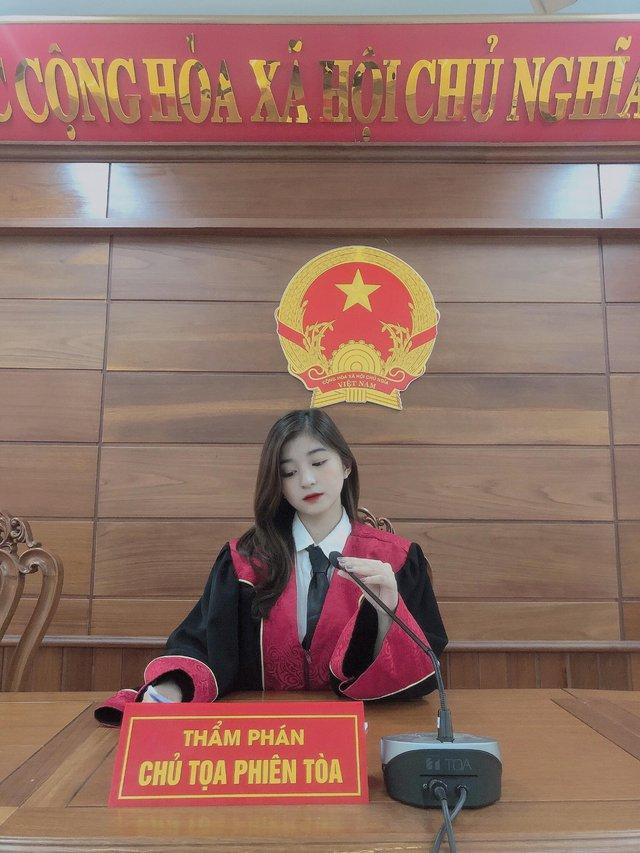 Xuất hiện nàng hot girl 22 tuổi ngồi ghế thẩm phán gây xôn xao CĐM, nhan sắc ngoài đời càng thêm phần ấn tượng - Ảnh 4.