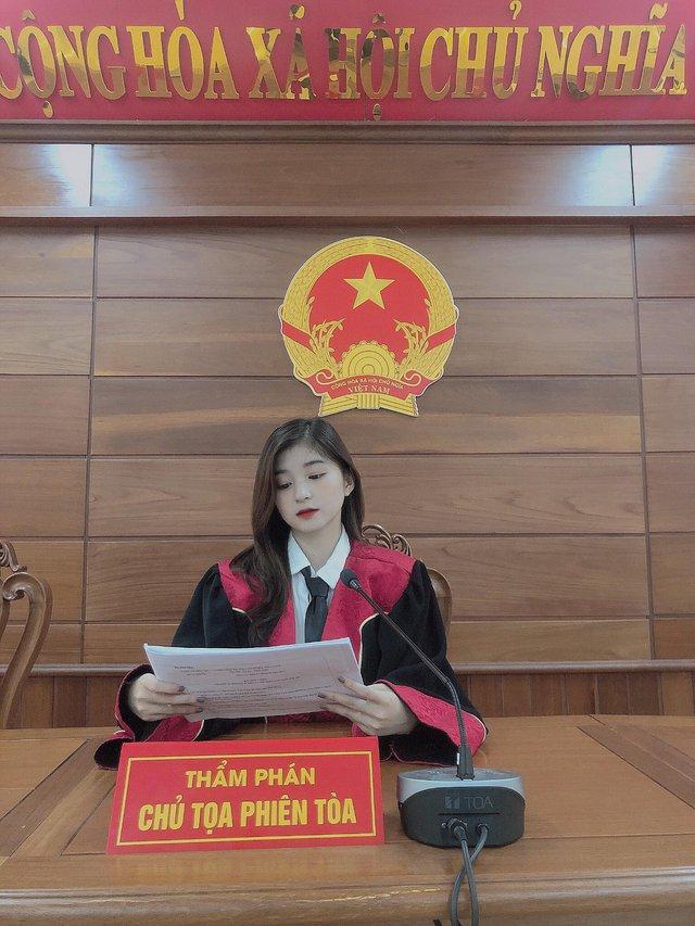 Xuất hiện nàng hot girl 22 tuổi ngồi ghế thẩm phán gây xôn xao CĐM, nhan sắc ngoài đời càng thêm phần ấn tượng - Ảnh 3.
