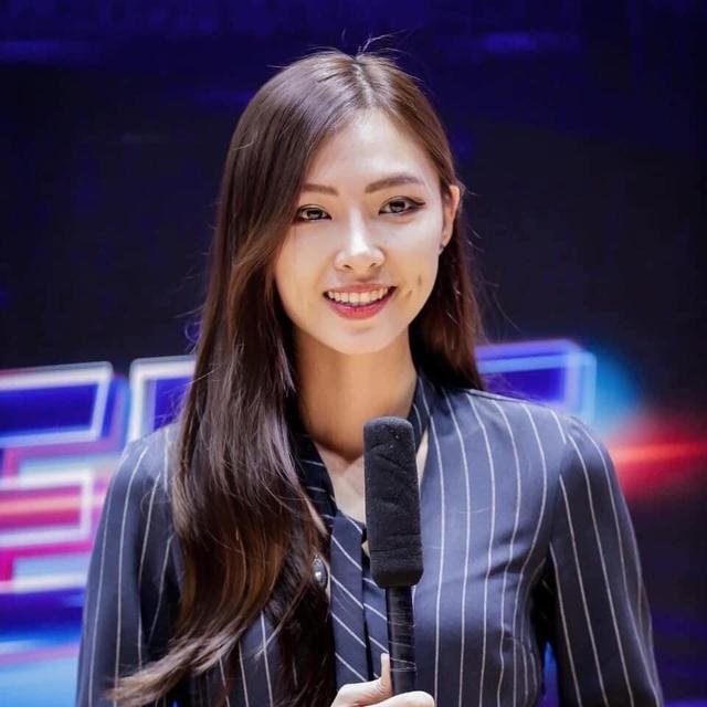 VNG công bố bóng hồng chân dài với info cực khủng, sẽ là MC Tốc Chiến Esports cùng với Minh Nghi - Ảnh 3.