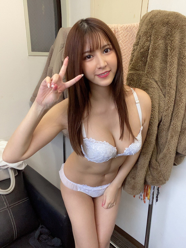 Top 8 tân binh 18+ ăn khách Nhật Bản -16110432340471339107465