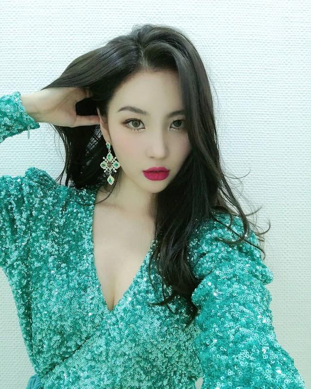 ShowMaker số hưởng: Được fan-girl nóng bỏng bậc nhất Kpop gặp mặt riêng, trông bẽn lẽn trước gái xinh thấy mà... thương - Ảnh 10.