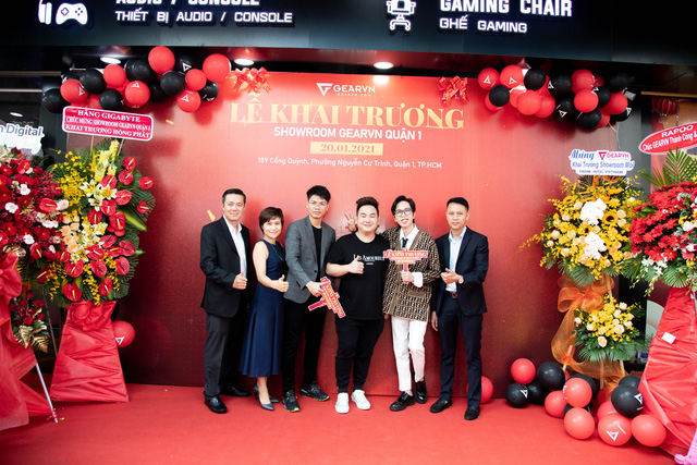 The close friends of GearVN director - ViruSs came to congratulate the showroom extremely, but fans realized the lack of president Eel Thanh Do - Photo 12.