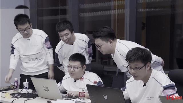 Tự học lập trình trong quán game, thanh niên này đã trở thành thần tượng của giới trẻ Trung Quốc - Ảnh 2.