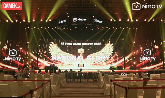 Tổng duyệt NimoTV Gala: Sân khấu hoành tráng, hơn 60 người làm việc trong vòng 48 giờ! - Ảnh 2.