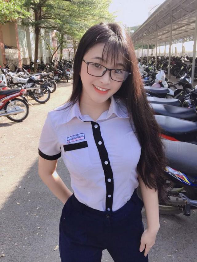 Xinh đẹp và gợi cảm, nàng hot girl Việt 2k2 bất ngờ được báo nước ngoài khen ngợi, chiêm ngưỡng nhan sắc càng thêm bất ngờ - Ảnh 1.