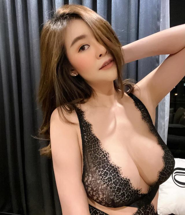 Được mệnh danh là siêu vòng một Đông Nam Á, nàng hot girl đốt mắt người xem với bộ ảnh hút hồn - Ảnh 4.