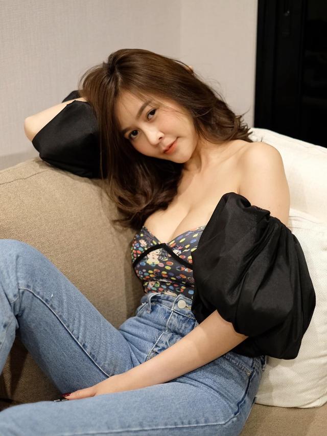 Được mệnh danh là siêu vòng một Đông Nam Á, nàng hot girl đốt mắt người xem với bộ ảnh hút hồn - Ảnh 7.