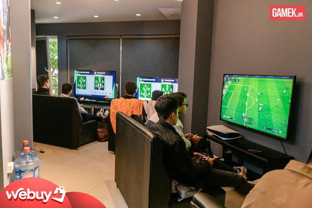 Cận cảnh quán PS5 siêu xịn xò đầu tiên tại Hà Nội - Ảnh 3.