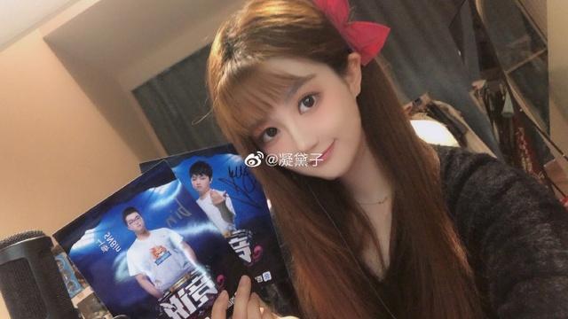 Dân mạng Trung Quốc khai quật fan-girl cực phẩm của SofM và Bin: Nữ cosplay sở hữu vòng 1 bức thở - Ảnh 1.