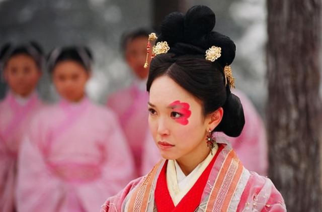 5 người phụ nữ xấu nhất lịch sử Trung Hoa phong kiến: Dung mạo trái ngược phận đời, dù không phải hồng nhan vẫn được hậu thế ngợi ca - Ảnh 1.