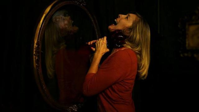 Truyền thuyết kinh dị về những tấm gương: Điều gì sẽ xảy ra nếu bạn gọi Bloody Mary mười ba lần? - Ảnh 1.