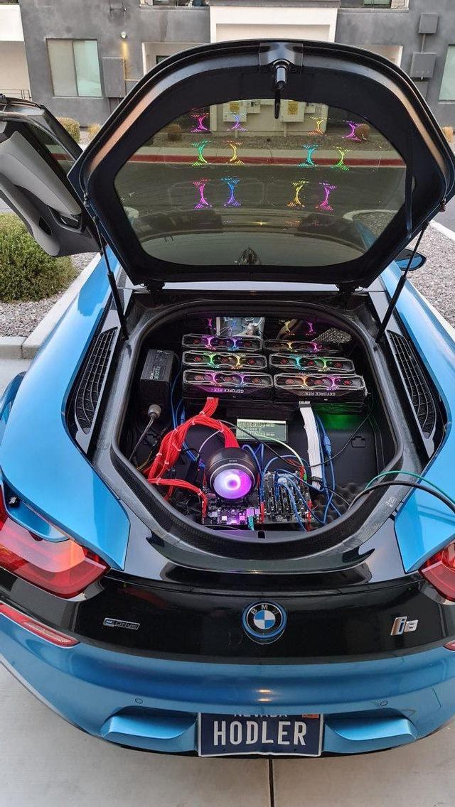 Thanh niên lắp 6 card RTX 3080 vào siêu xe BMW i8 để đào coin trêu ngươi game thủ - Ảnh 1.