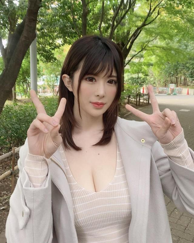 Chụp hình chung với Yui Hatano, mỹ nhân 18+ bị cha mẹ hỏi: Con đồng tính à? - Ảnh 2.