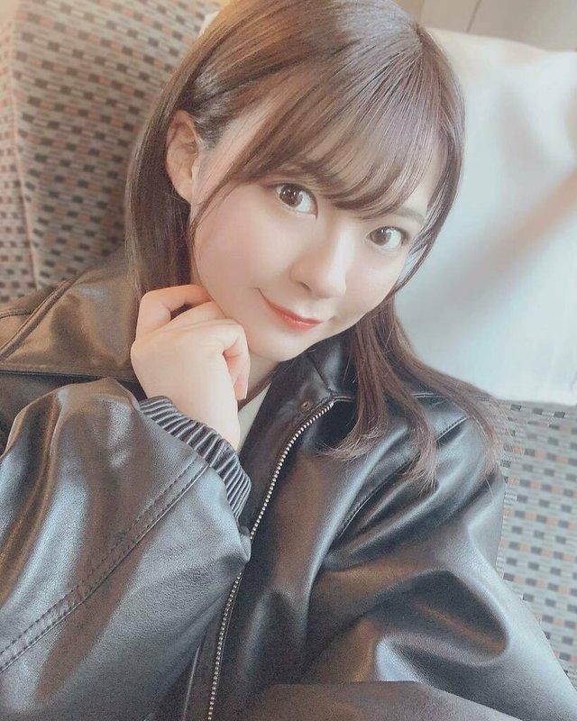 Bị mẹ cấm mặc hở hang, nàng hot girl quyết dấn thân thành đồng nghiệp của Yua Mikami, ra mắt tới phim thứ 15 vẫn là con ngoan - Ảnh 1.
