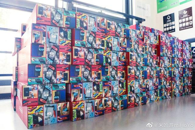 Cha đẻ Genshin Impact tặng quà Tết nhân viên mỗi người một cái PS5, iPhone 12, VGA RTX, Nintendo Switch... hàng xếp cao như núi - Ảnh 4.
