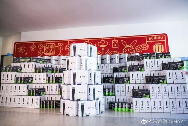 Cha đẻ Genshin Impact tặng quà Tết nhân viên mỗi người một cái PS5, iPhone 12, VGA RTX, Nintendo Switch... hàng xếp cao như núi - Ảnh 7.