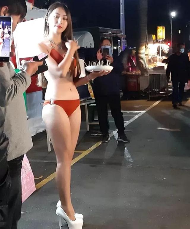 Mặc bikini đứng bán hoa quả giữa trời lạnh 5 độ, nàng hot girl xinh đẹp khiến cộng đồng mạng thương cảm, xót xa - Ảnh 3.