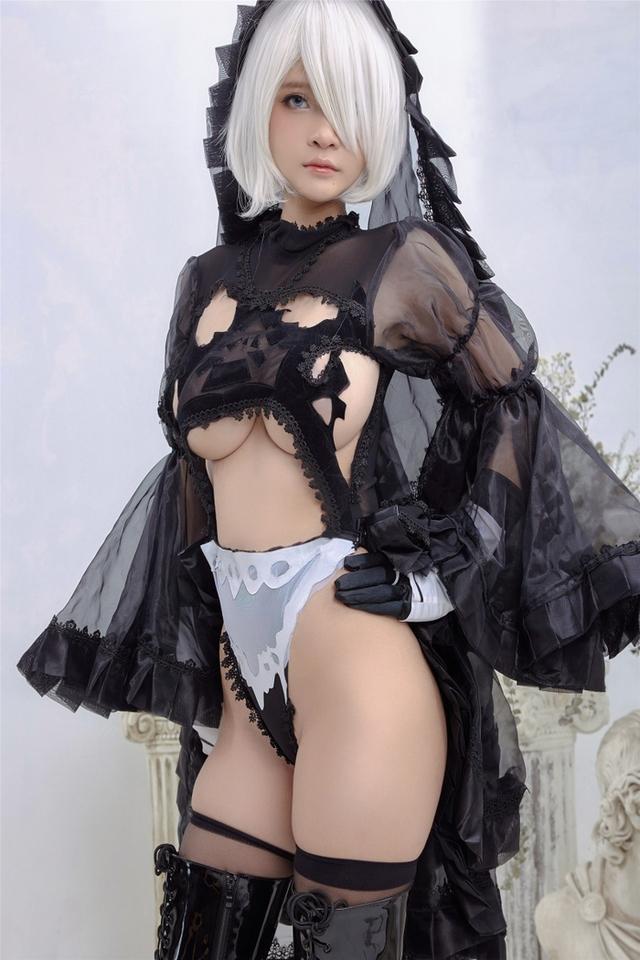 Anh em lại thêm một lần nóng mắt với vẻ đẹp của 2B phiên bản cosplay của mỹ nhân Việt - Ảnh 9.