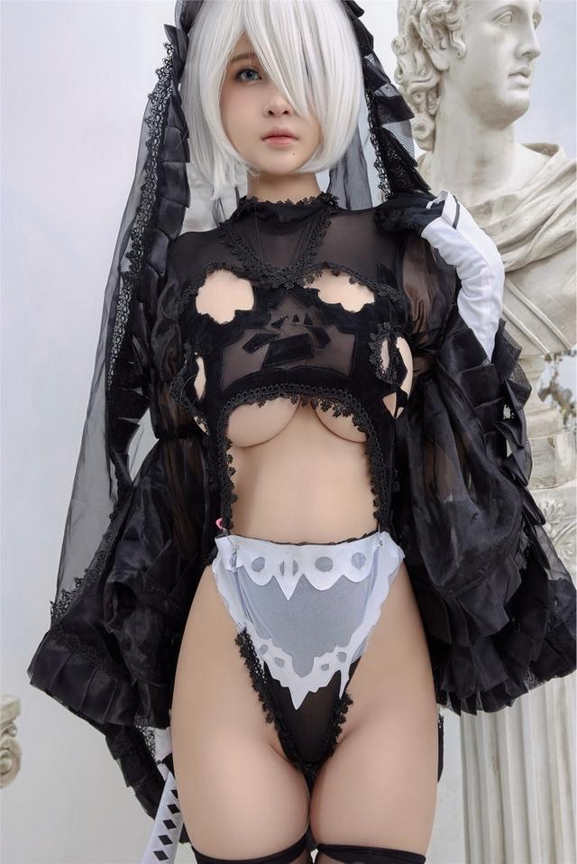 Anh em lại thêm một lần nóng mắt với vẻ đẹp của 2B phiên bản cosplay của mỹ nhân Việt - Ảnh 2.
