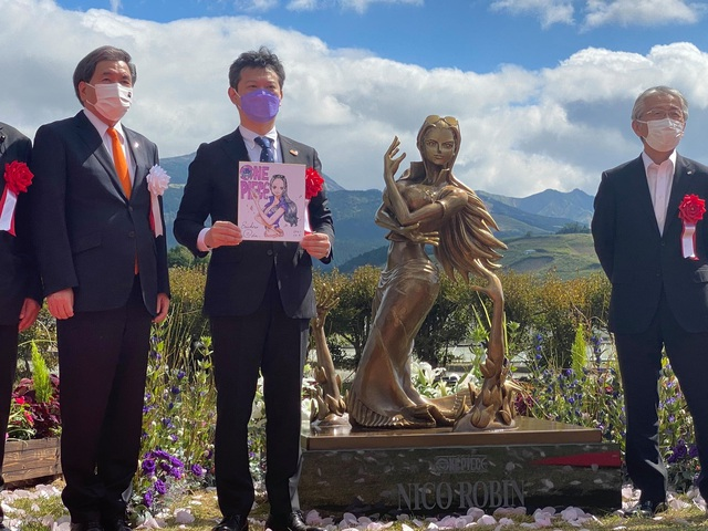 Các fan One Piece phấn khích trước bức tượng Robin, thần thái đạt điểm 10 chất lượng - Ảnh 1.