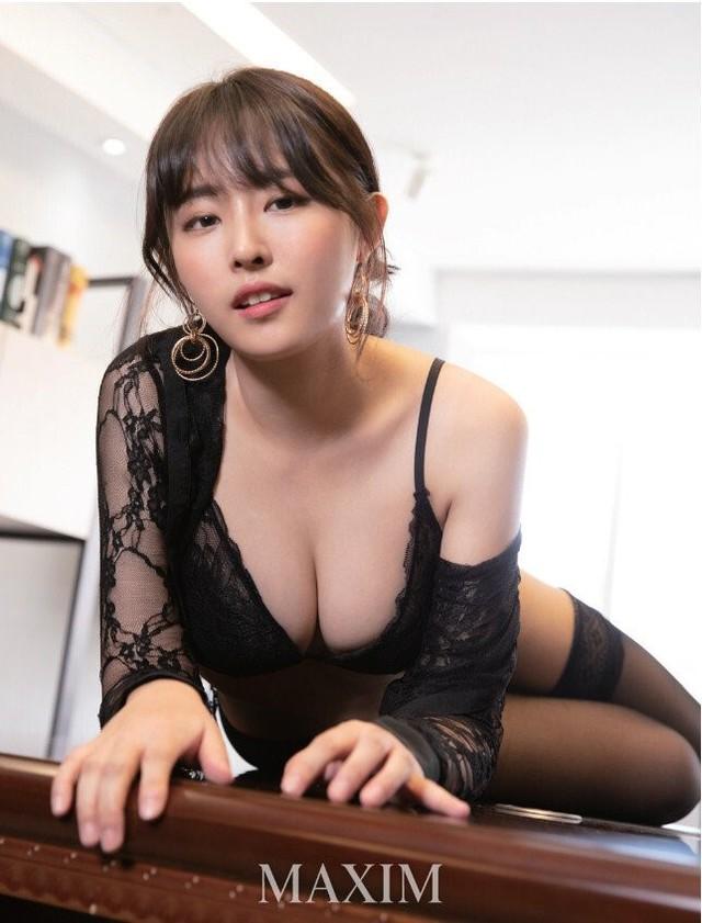 nữ streamer Yeon Nabi sexy lột xác, cố tình cúi thấp, khoe thân một cách phản cảm Photo-1-16339407261641866795057