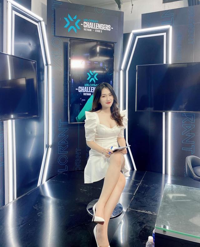 """Nữ MC được nhận định """"ăn đứt"""" Phương Thảo đăng trạng thái thả thính, cơ hội của 500 anh em đây rồi! - Ảnh 1."""