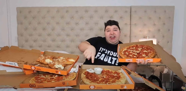 Khí số sắp tận vì ăn quá nhiều để làm video mukbang trong 6 năm, YouTuber khiến bạn bè không khỏi buồn bã - Ảnh 3.
