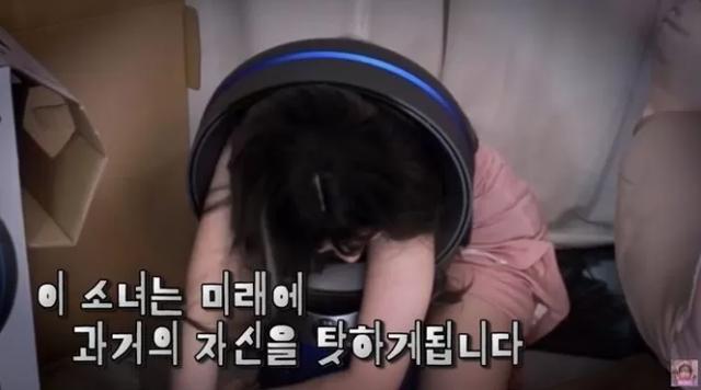 Vì 60k donate của fan, nữ streamer xinh đẹp quyết định làm thử thách chui người qua quạt rồi mắc kẹt, suýt phải gọi cứu hộ tới giúp - Ảnh 3.