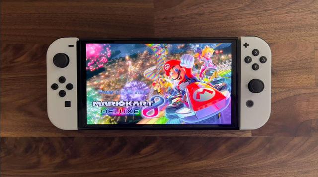 Trên tay Nintendo Switch OLED, màn hình quá đẹp, mượt mà miễn chê - Ảnh 1.